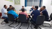 VEREADORES E PREFEITO SE REUNEM COM REPRESENTANTE DO GOVERNADOR E COBRAM ATENDIMENTO DE DEMANDAS